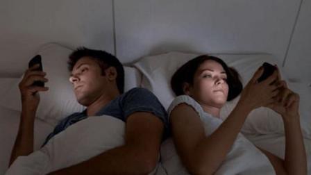 长期睡前玩手机的人,或许会有这3种变化,你中招了没有?