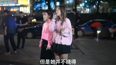 广场偶遇小姐姐街头演唱《那女孩对我说》,特别好听让人很喜欢!勾起了回忆