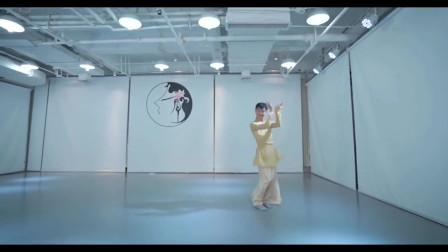 点击观看《练习室个人古典舞视频 《暖山》》