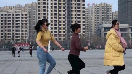 全网最火欧伦曳风鬼步舞《逃爱》 青青世界拜新年舞蹈
