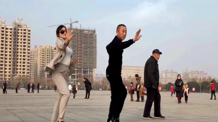 青青世界广场舞 2020年《谁》跳鬼步舞新年舞