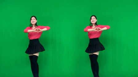 点击观看《青青世界最新网红广场舞《情花朵朵开DJ》歌手蓝琪儿》
