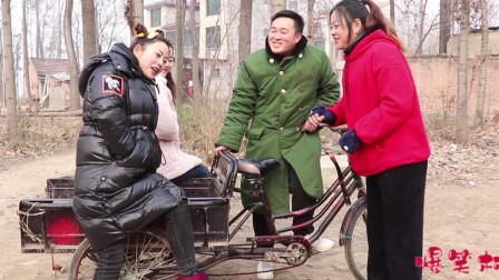 喜剧三轮车进城记1:二货和村花进城,半路碰见憨妮和翠花,真逗