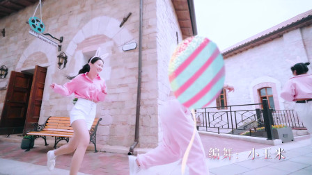 点击观看《单色舞蹈流行现代舞《棉花糖》 中老年健身舞蹈视频》