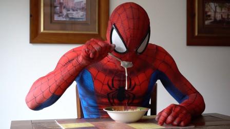 蜘蛛侠生活日常,蜘蛛侠看电视感动到痛苦流涕