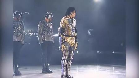 当年迈克尔杰克逊演出现场,粉丝狂热的画面,很少有明星能做到!