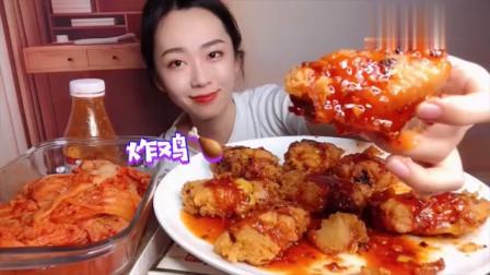 吃货小姐姐,直播吃韩式炸鸡,看着还不错,是我向往的生活!