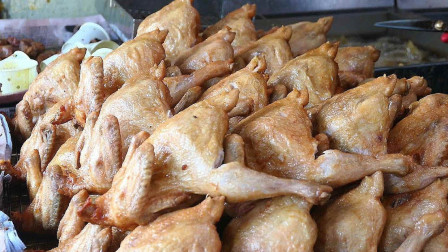 韩国街头的招牌美食,80元一只很是香脆,中国食客:还不如国内街头的烤鸡