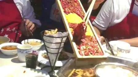 美食:火锅店的套路深,看起来有很多肉,实际上吃两口就没了!