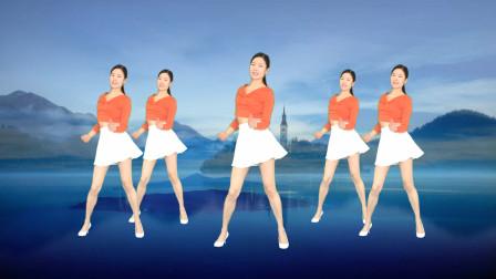 点击观看《最新网络流行16步《站在草原望北京》艾And幼广场舞》