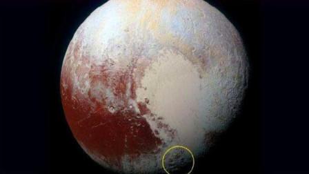 冥王星上发现不明物,卫星探测器放大后,这一幕却令人类害怕!