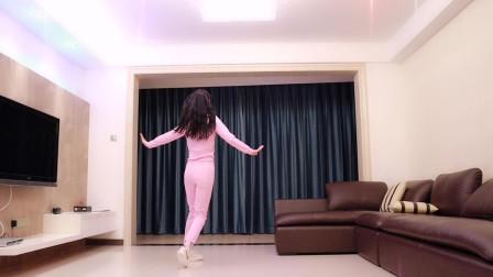 点击观看《小君舞蹈秀 客厅舞蹈疫情就在家跳吧》