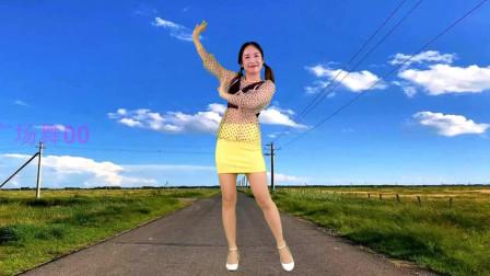 点击观看《无基础自学广场舞《茶山情歌》京京阿妹跳起来》