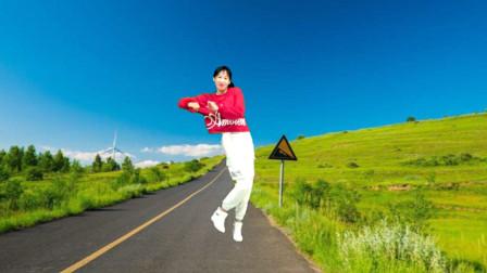 点击观看《阿采广场舞 摆胯网红舞》