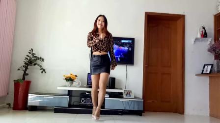 京京广场舞《我热情如火你冰冻成河》开春跳舞就应该穿短裙