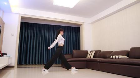 点击观看《小君舞蹈秀 抖音超火舞曲 简单易学就会》