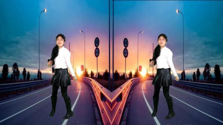点击观看《阿裙广场舞视频大全 《路灯下的小姑娘》32步》