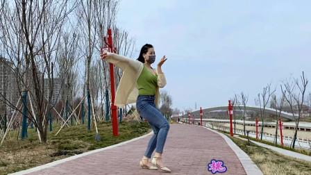 点击观看《大美人青青世界跳舞 我是路人真享受呀》