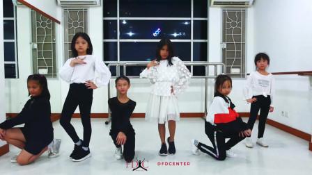 点击观看《少儿舞蹈RED视频教学》