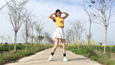 最近火爆的一首《少年》简单网红健身舞