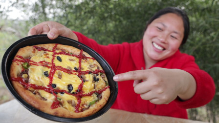 """胖妹""""膨胀了""""?在家做披萨,到底出现了啥问题?尴尬到脸都红了"""
