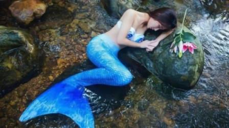 美女痴迷美人鱼,竟然花8万定制人鱼尾巴,出门全靠朋友抱!