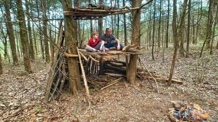 父子俩野外搭建庇护所,虽然很简易,但这很真实!