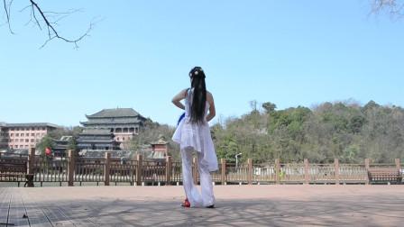 优雅莹莹古典舞视频 室外跳舞空气好