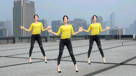 青青世界广场舞《怎么做怎么过怎么活》广场大美妞又来了