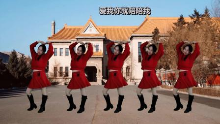 点击观看《阿裙广场舞 幼儿舞蹈《爱我你就抱抱我》幼师的赶紧看过来》