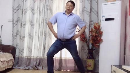 点击观看《中年油腻男3分钟瘦身操 减掉啤酒肚舞蹈》