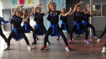 点击观看《儿童 KidsWhat Do You Mean 少儿舞蹈视频教学》