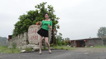 优雅莹莹 有一种爱叫放手 室外公园女人爱跳舞蹈视频
