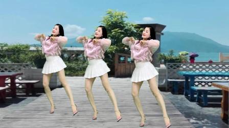 青青世界广场舞《澎湖湾》穿短裙也一样跳健身舞