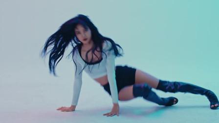 点击观看《LISA最新舞蹈视频,真的超级性感火辣啊!》