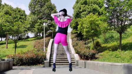 点击观看《单人广场舞视频 静儿背面演示《爱呀呀》》