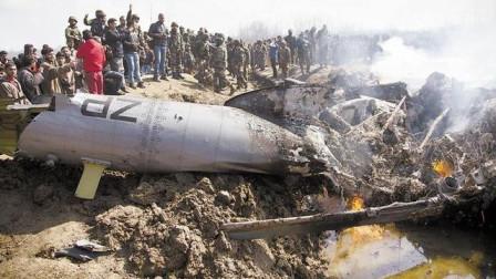 印度這次闖下大禍, 軍機侵入鄰國領空700米, 一聲巨響后當場墜毀