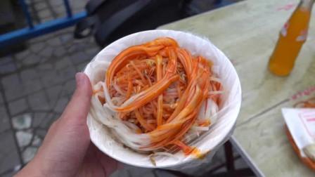 实拍:西安美食米皮,现做现卖,辣椒油奇香,简直不要太好吃了!