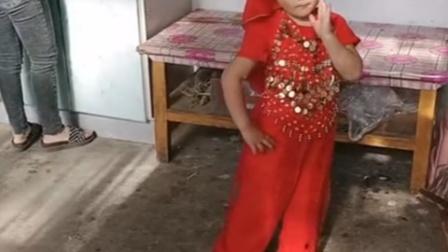 萌娃装扮西域舞娘,动作妈妈,标准都看呆!图设计公司图片