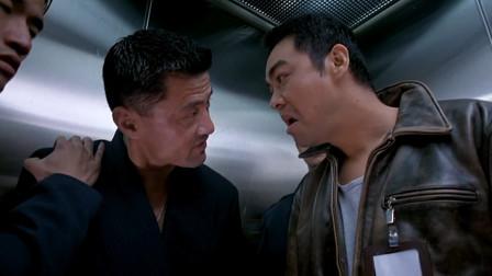 于荣光唱戏挑衅刘青云,刘青云脾气非常暴躁,直接给他一拳