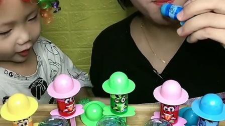 美女和宝宝试吃魔发丝糖,太好吃了,你想吃吗?