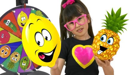 萌娃益智亲子游戏:萌宝小萝莉和姐姐怎么用转盘做果汁?可是为何不好喝?