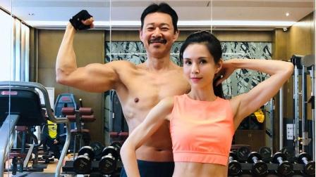 李若彤晒与张丰毅健身合照 大秀肌肉马甲线
