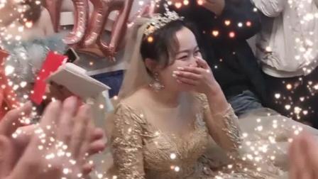 新郎接亲时和伴郎团唱大花轿,新娘都害羞了