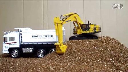 小松1250 8挖掘机在装自卸车
