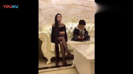 长发美女和小孩搞笑视频_高清