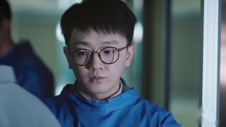 凶手出现在医院想要害死庞城,国超和高进追丢凶手