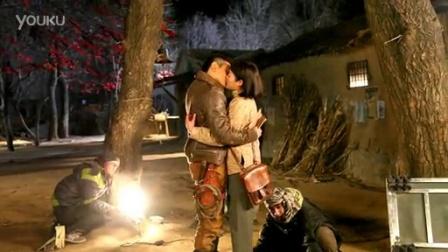 《向着炮火前进》吴奇隆甘婷婷寒风中拍吻戏