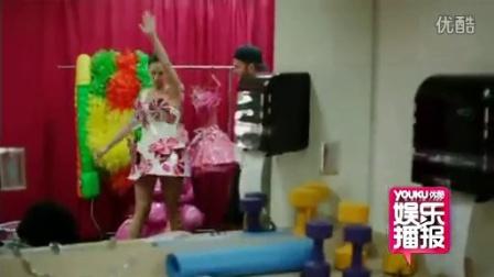 优酷娱乐播报 2012 6月 凯蒂佩里自传电影首映日 ?#32654;?#22366;大道封路铺满粉红地毯 120628