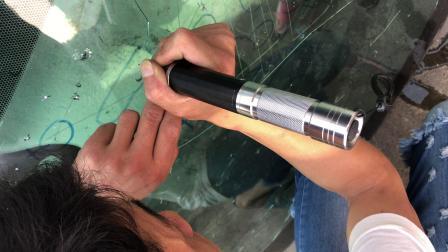 怡玲特汽车挡风玻璃破裂炸点修复——电动专用打孔钻